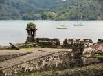 800px-Portobelo_Ruins_and_bay